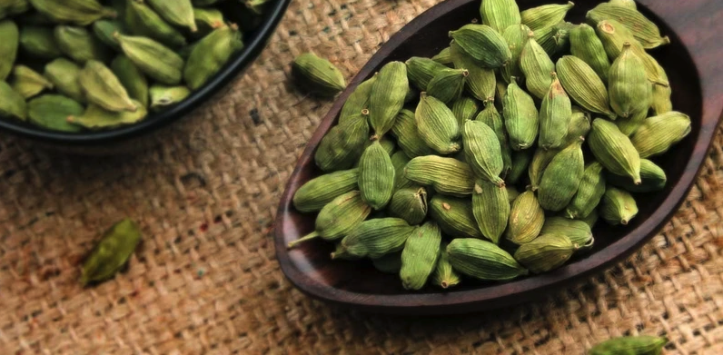 7 Proven Health Benefits of Cardamom